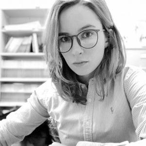 headshot: Carolina Ferreira